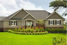 Exterior House Paint / by Nicole Dierks