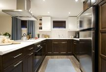 KITCHENS / by Lucy Melendez
