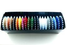 Ordnung schaffen in der Bastelwerkstatt / Zur Fertigung von Armbänder wird qualitativ hochwertiges, für das Designstück geeignetes und gleichzeitig wunderschönes Material benötigt!