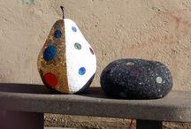 sculture in mosaico / sculture in polistirolo scolpite a mano e rivestite in mosaico in tessere di smalto e marmo .