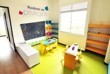 Zonas Infantiles / Estrategias espaciales diseñadas para los más pequeños se diviertan mientras desarrollan su creatividad e imaginación.