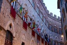 Bella meravigliosa Siena / La Toscana può vantare ben sette siti Unesco tra i quali il centro storico di Siena. A poco di più di 60 chilometri dal Porto della Maremma puoi scoprire la magia di questa città antica, tra le più amate e rinomate nel mondo. #portodellamaremma #siena #toscana #italy