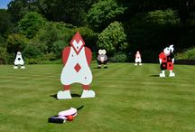 Wonder Croquet / This unique croquet set has been handcrafted and hand painted. This set includes 2 flamingo mallets as well as 6 characters which are self-standing on the grass. Due to the fragile nature of handcrafted pieces, this set is for decoration and photo purposes only. For all inquiries about the Wonder Croquet and to check availability, visit: www.loveartdesigns.co.uk