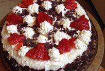 Stracciatella Erdbeer Torte / Stracciatella Stücke mit Erdbeer Rahm Füllung
