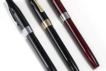 stylos de luxe / Haut de gamme, découvrez nos stylos aux finitions dorés et argentés, avec une écriture de grande qualité.