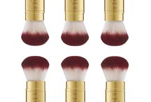 Pixel Perfect Retractable Brush / A luxurious retractable brush with soft, dense, and premium quality two-tone synthetic bristles providing a flawless finish and maximum coverage.