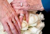 must have wedding pics / by Andrea Burnett Beckert