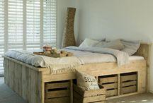 Décoration-Maison ❤️ / Idée déco tendance! J'adore le style que le bois brut peut faire a des décors modernes!