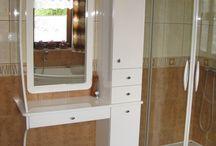 Łazienka biały mat / Funkcjonalna a zarazem nietypowa kształtem szafka mogąca pełnić funkcję toaletki. http://meble-ewertowski.pl/lazienka-bialy-mat/