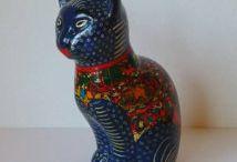 Cat figurines
