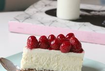 Cheese cakes & Tortes / by Maria Gomes