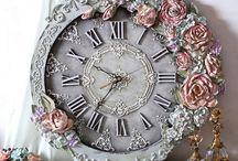 часы с объемным декором