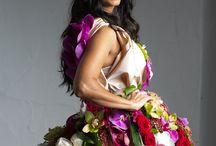 Floral dresses / Vestidos hechos con flores naturales. Fresh flowers dress.  mas/more info: www.carolinabouquet.com