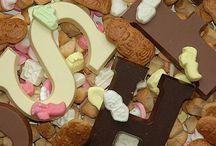 Sinterklaas lekkernijen 'weetjes' / Sinterklaas lekkernijen: pepernoten, chocolade figuren, borstplaat, marsepein, duivenkater, kruidnoten, muizen, kikkers, chocolade munten, taaitaai, banketletters... door de eeuwen heen!
