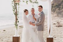 Beach Wedding / We love beach weddings! Get some inspiration for your beach wedding here.
