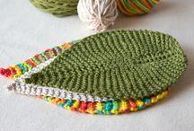 Tissu, fil, aiguille / Privilégier le fil végétal ou la laine vraiment éthique (lire ceci : http://antigonexxi.com/2013/01/23/touche-pas-a-ma-laine-2/) Prefer plant fiber, or wool produced respecting the animal (see http://youtu.be/2oiRbWnWYko)