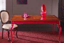 Tavoli classici - Arredamento classico / Tavoli classici prodotti con le essenze dei legni pregiati come noce, faggio e rovere, realizzati interamente in Italia e con un design progettato per incontrare tutte le esigenze di arredamento.
