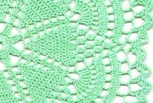 Yeşil sehpa örtüsü
