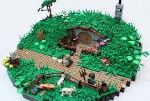 Lego, playmobil, etc.