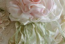 kwiaty z tekstyliów