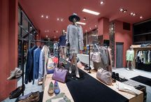 Permettersi i Marchi - Cuneo / La moda evolve velocemente e Permettersi i Marchi evolve con lei. Ecco allora un nuovo restyling ancora più attrattivo, che porta il fascino delle sfilate di moda direttamente in città. Brands, colori e fantasie del mondo fashion alla portata di tutti.