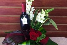 Amor / Personaliza tu arreglo floral y agrega chocolates, un osito de peluche, globos, pastel o bien una botella.