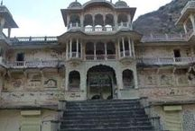 Famous Temples in Jaipur / Find the list of famous temples in Jaipur just like Moti Dungri Ganesh Ji Mandir, Govind Dev Ji Temple, Birla Mandir etc.