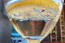 Bubbles / Caught up bubbles under a lemon