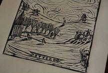 Grafiki / Grafiki o tematyce folklorystycznej, nawiązuje swą techniką oraz formą do starych druków ksylograficznych oraz drzeworytów ludowych.