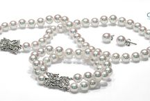 Must Have / everything a woman must have in terms of pearls