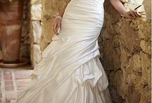 Wedding dresses / by Danielle Nadolny