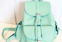 Mochilas y carteras :) / Visiten este tablero... diviértete viendo estas lindas carteras y mochilas... no olvides seguirme ;)