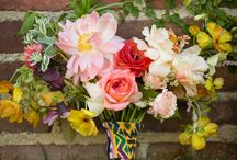 Kelly & Dan Colorful Wedding / Wedding coordinator: Martha Lomeli of Amy Abbott Events | Photographer: Elizabeth Lloyd | Flowers: Pina Hernandez | HMUA: Blanc Bridal Salon | Location: Flora Farms | Napkins: @folkproject | Stationery @jpstationery