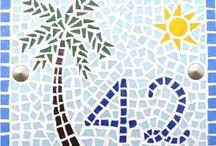 Letras y números en mosaico