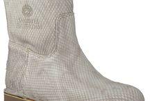 This boots are made voor walking..... / Laarzen, laarsjes