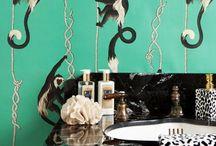 House of Hackney Tapeten / House of Hackney wurde 2011 als bewusster Gegenentwurf zu den eher minimalistischen Designideen vieler britischer Designer Ende der 2000er-Jahre von Frieda Gormley und Javvy Royle gegründet. Das Label schöpft bis heute opulent aus dem Vollen in Sachen britischer Tapetentradition und kombiniert sie mit aktuellen Styletrends. Auch Muster von William Morris, einem der wichtigsten Designer des 19. Jahrhunderts, sind eine der vielen Inspirationsquellen.