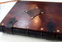 Quaderni in cuoio / Tomi fatti a mano con tecniche antiche