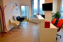 AmRest - Az Év Irodája 2013 jelölt / Az AmRest 2013 februárjában költözött be a Globe 13 nevű modern, minden igénynek megfelelő irodaház legfelső, kilencedik szintjére. Az AmRest számára alapvető cél volt, hogy az általa képviselt három márka – KFC, Starbucks és Pizza Hut - színvilágát és stílusát visszatükrözze az iroda kialakításánál.