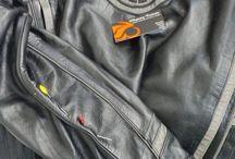 Ajustar as medidas de uma jaqueta de couro.