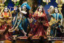 ISKCON Chowpatty - Radha Gopinath Lalita Vishakha / Beautifull wallpapers of Radha Gopinath Lalita Vishakha Of ISKCON Chowpatty maid by ISKCON Desire Tree