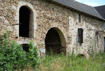 Constructions anciennes en pierre  -  Jolies maisons  - Pigeonniers