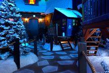 Santa Claus World - Joulupukin mystinen maailma / Linnanmäelle on avattu maailman ensimmäinen Santa Claus World. Joulupukki on tuonut palan mystistä Joulumaata keskelle Helsinkiä, kaikkien iloksi. Santa Claus Worldin tuottaa Joulupukkisäätiö.