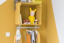 Babykamer geel | nursery yellow / Geel is een hele toffe en eigenwijze kleur. Zeker als je niet perse voor roze of blauw gaat. Genoeg inspiratie.