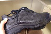 Sepatu Safety Shoes Colorado Executive 3181 / Sepatu safety untuk kalangan profesional. Terbuat dari Kulit kualitas terbaik, ini adalah pendamping sempurna untuk para pekerja dan pengendara yang aktif. Lindungi selalu diri Anda dengan sepatu safety terpercaya. Sangat cocok digunakan oleh Anda yang bekerja di Proyek, Lab, Kitchen, pabrik. Lets Move!