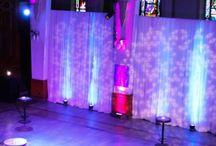 Théâtre paradoxe / Derrière ses grandes portes en bois et sa façade de pierres demeure une salle de spectacle multidisciplinaire au cachet inégalable. Les vitraux et les boiseries d'origines offrent une signature distincte à cette plateforme de diffusion et de présentation d'événements.  Que ce soit pour un cocktail, une présentation, un dîner de gala, notre salle multifonctionnelle (d'une capacité de 300 personnes en formule banquet) vous offre de nombreuses possibilités.