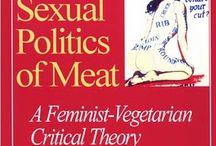 Politique sexuelle de la viande / Animaux déréalisés dans la viande, consommés en morceaux ; femmes animalisées, consommées en morceaux et déhumanisées dans les industries de la prostitution et de la pornographie.