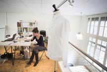 Les Ateliers Paris Design / Ce nouvel incubateur, spécialisé dans les métiers de la création, accueille, depuis le 15 mai dernier, une vingtaine de jeunes artisans d'art, créateurs de mode et designers. Situé dans les locaux du lycée de l'Ameublement rue Faidherbe (11e), ce nouveau lieu propose aux créateurs 20 postes de travail répartis sur un espace de 400m2.