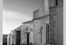uma casa portuguesa/a portuguese house /   ...e se à porta humildemente bate alguém,  senta-se à mesa co'a gente. O objectivo é adicionar casas portuguesas, antigas e modernas; o trabalho dos nossos arquitectos; as lojas e outros espaços relacionados com este tema. Às vezes a casa pode ser apenas um detalhe, uma porta, uma janela. Para participar basta pedir para adicionar- Elisabete Cardoso.Obrigada.