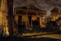 The House of New Orleans by Night / Photo shot by Frank Relle