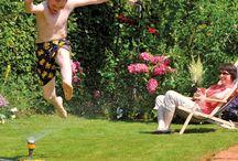 Genieten van de tuin / De zomer is dé tijd om lekker te genieten van de tuin: heerlijk luieren in de zon, gezellig samen barbecueën, wijntjes drinken bij een vuurtje...